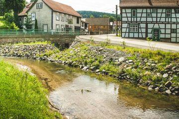 Bachlauf der Lichtenau nach der Umgestaltung des Ufers | Foto: Flurbereinigung Meiningen