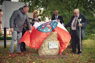 Enthüllung des Gedenksteins für die Flurbereinigung Kirchohmfeld 1998-2020