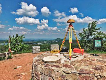 Antenne auf einem Aussichtspunkt auf dem Altenberg