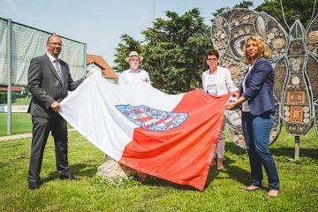 Enthüllung des Gedenksteins durch Präsident Uwe Köhler und Staatssekretärin Susanna Karawanskij