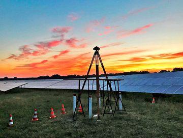 Foto einer Antenne im Sonnenuntergang