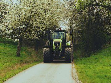 Im Flurbereinigungsverfahren Jenalöbnitz (Saale-Holzland-Kreis) ausgebauter landwirtschaftlicher Weg | Foto: Flurbereinigung Gera